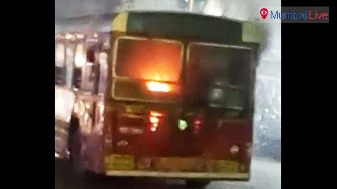 बेस्ट बस में लगी आग