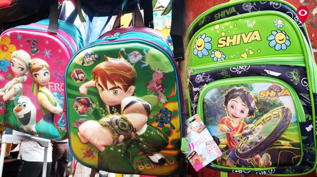 स्कूल खुलने से पहले कार्टून बैंग से भरे बाजार
