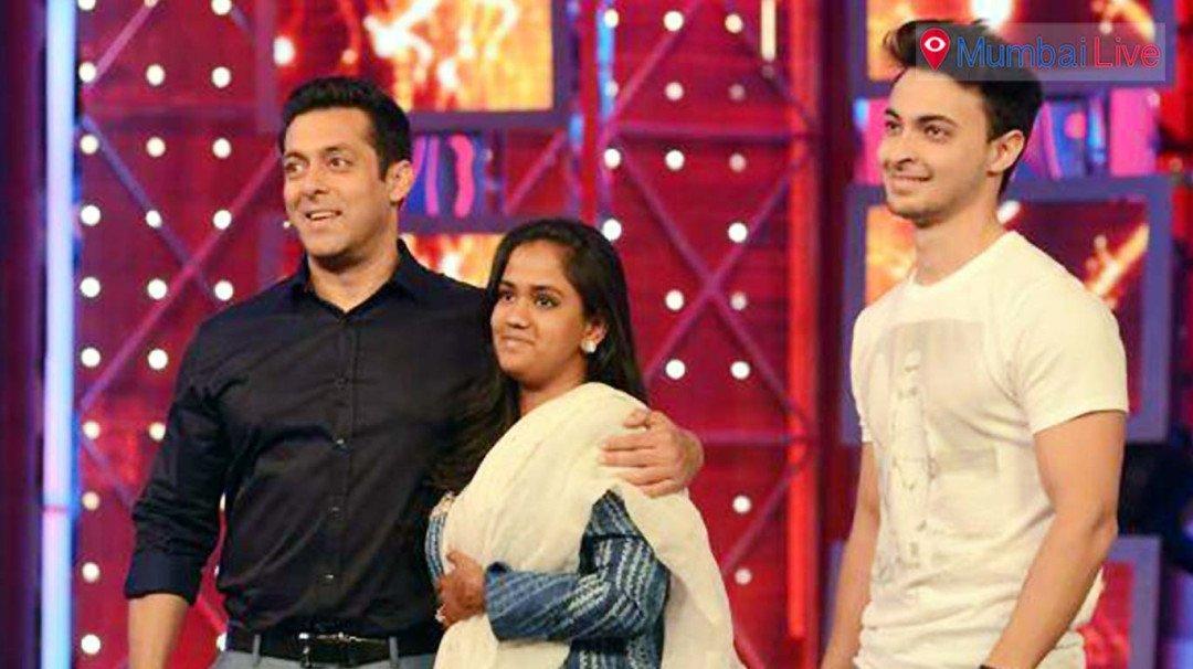 Salman gifts Bandra flat to sister Arpita