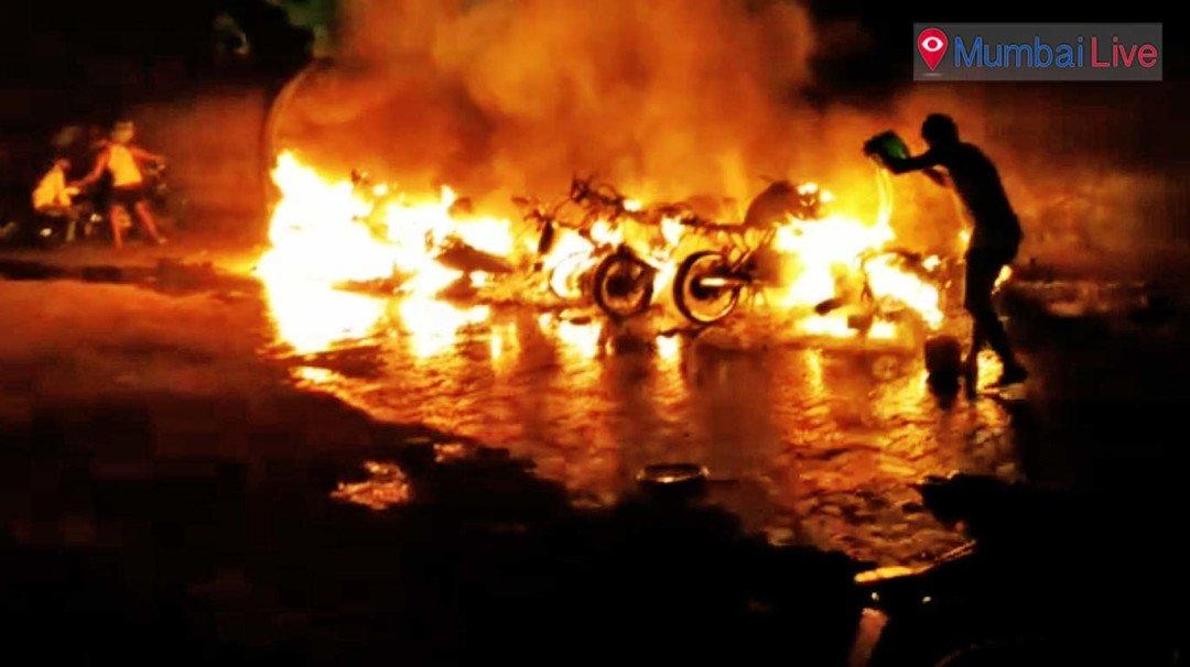 13 बाईक, 2 कार में एक साथ लगाई आग