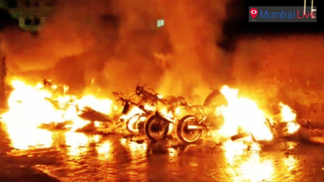 13 बाईक, 2 कार आगीत जळाल्या