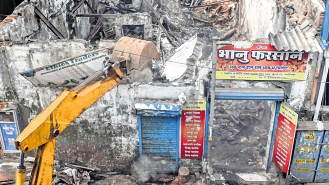 Saki Naka fire due to short circuit; Sanitary inspector gets suspended