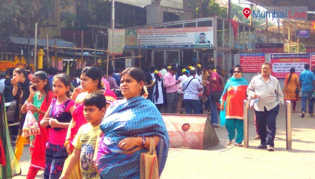 Devotees crowd Siddhivinayak on New Year