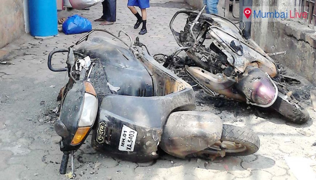 Two bikes and a car catches fire