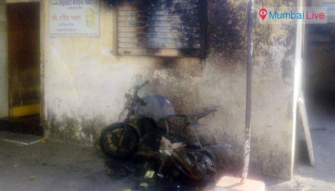 एनसीपी कार्यालय के सामने जली बाइक