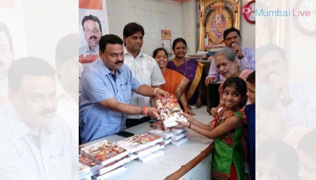 सुनिल प्रभु ने छात्रों को बांटी पुस्तकें