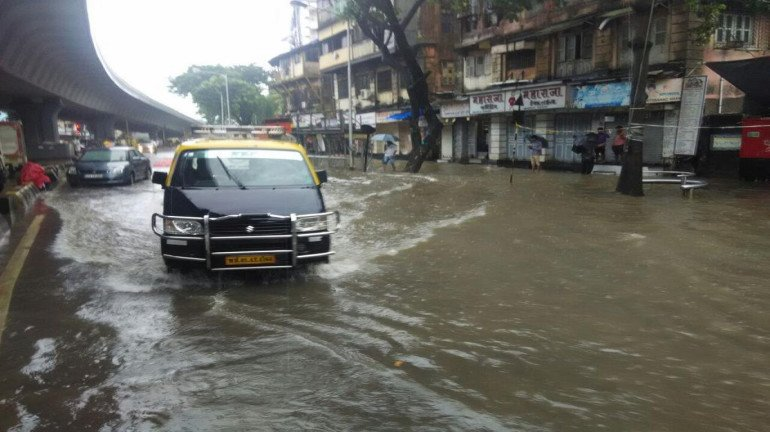 ड्रेनेज सिस्टम है 140 साल पुराना, तो आधुनिक मुंबई कैसे बचेगी डूबने से?