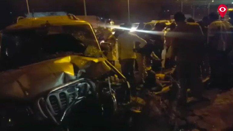 ईस्टर्न एक्स्प्रेस हायवेवर स्कॉर्पिओ कारला भीषण अपघात