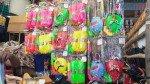 पिचकारियों से सजे घाटकोपर के बाजार