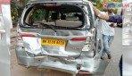पुलिस की गाड़ी ने मारी टक्कर