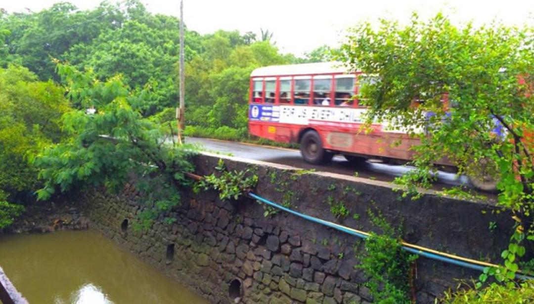धारवली पूल रुंदीकरणाच्या प्रतीक्षेत
