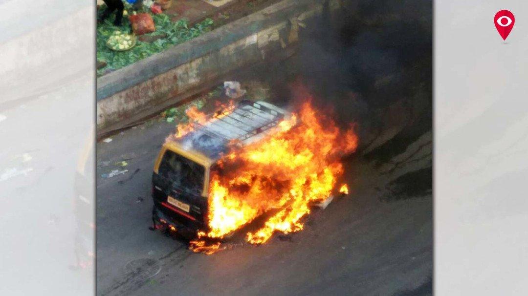 दादर में एक मारुती टैक्सी में लगी आग