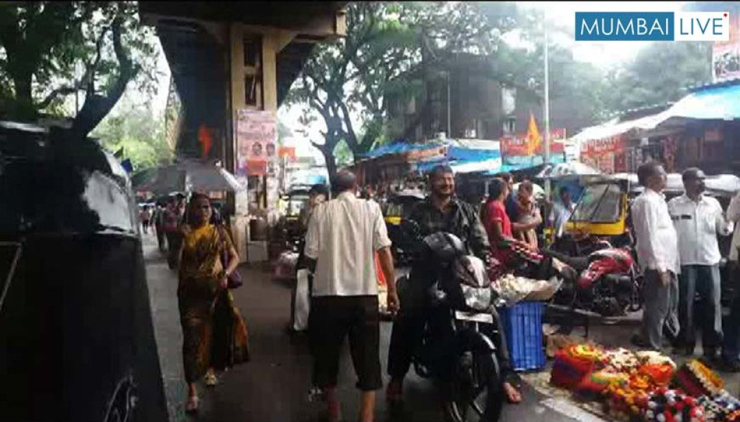 Hawkers overcrowding rickshaw stand