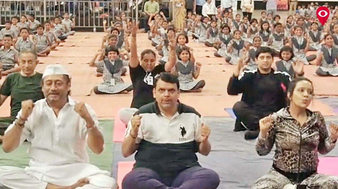 मुख्यमंत्री योगा करतात तेव्हा...