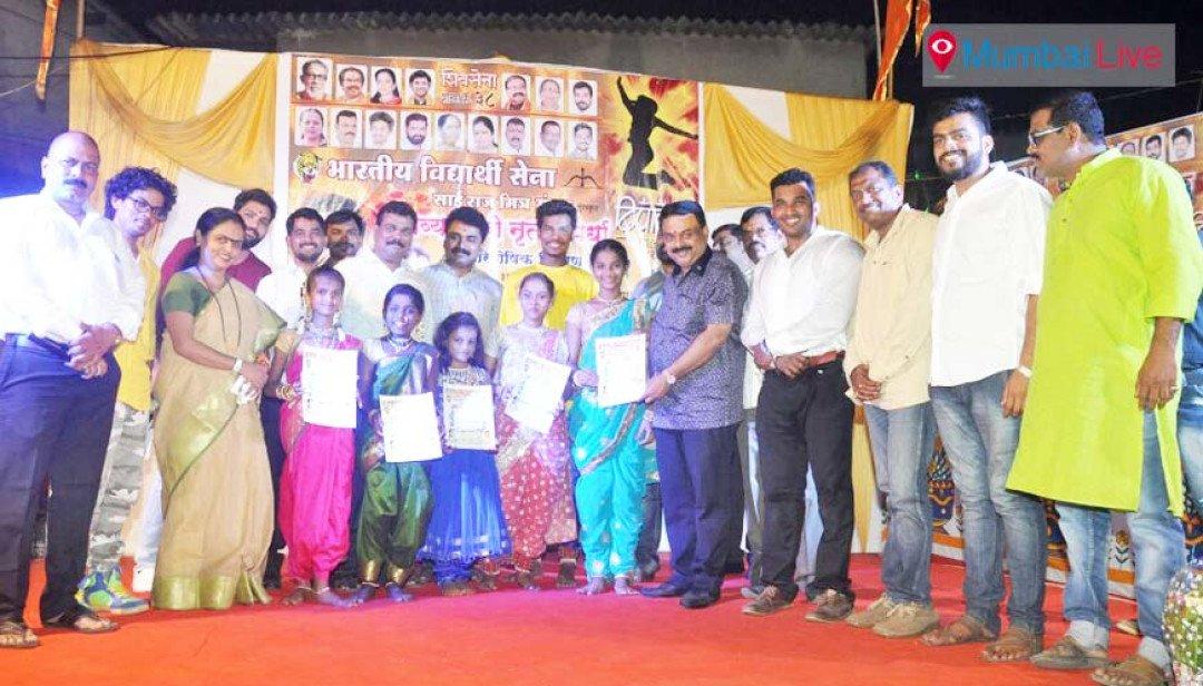 दिंडोशी में नृत्य स्पर्धा का आयोजन