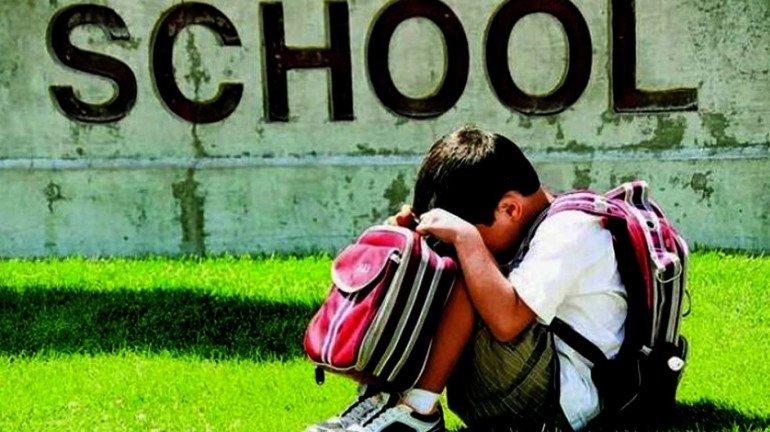 तुमची मुलं शाळेत जायला नकार देतात का? त्यांना असू शकतो स्कूल फोबिया