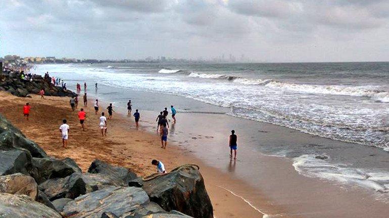 मुंबईतील हा समुद्रकिनारा तुम्ही पाहिलाय का?