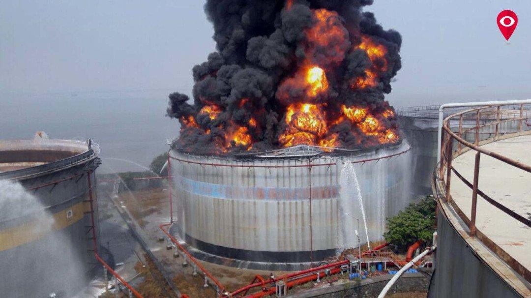 जवाहर द्विपवरील धुमसती आग तीन दिवसानंतर आटोक्यात