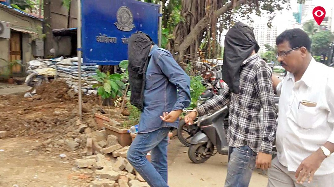 कुरियर कंपनी को लूटने वाला फर्जी अधिकारी गिरफ्तार