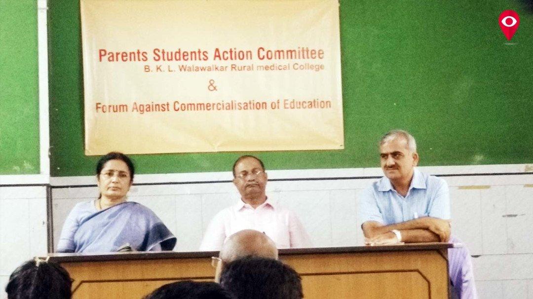वालावलकर कॉलेजची शुल्कवाढ, पालकांचे मुंबईत आंदोलन