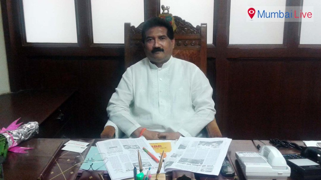 On first day, Leader of BMC House loses his 'assets'