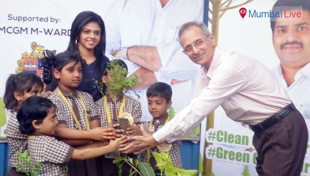 चेंबूर में मुफ्त पेड़ बांटने का कार्यक्रम