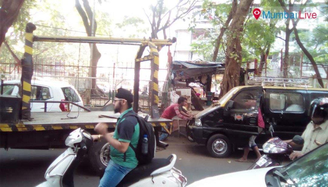 अवैध पार्किंग पर कार्रवाई