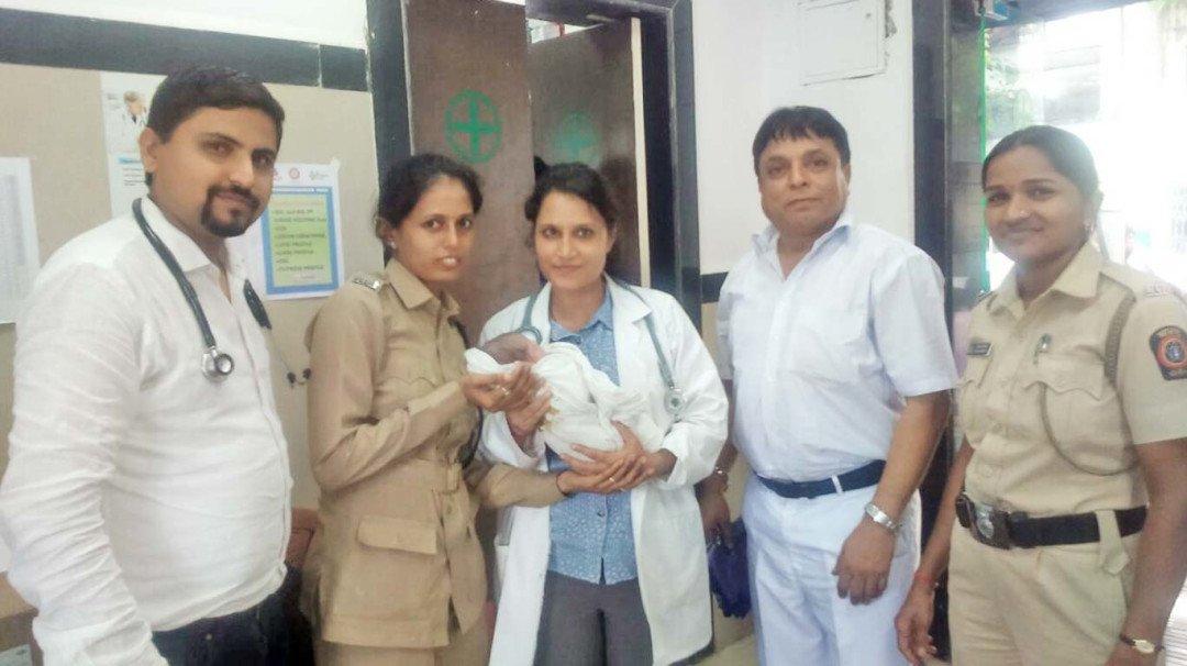 घाटकोपर रेलवे स्टेशन में महिला ने दिया बच्चे को जन्म, वन रूपी क्लिनिक ने किया उपचार