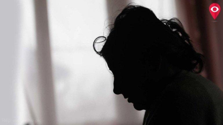 तो तिला रंडी म्हणाला...पण निर्ढावलेला समाज मात्र गप्पच!