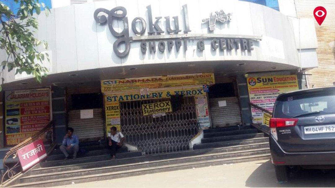 सील होने के बाद भी चोरी से चल रहा गोकुल शोपिंग सेंटर