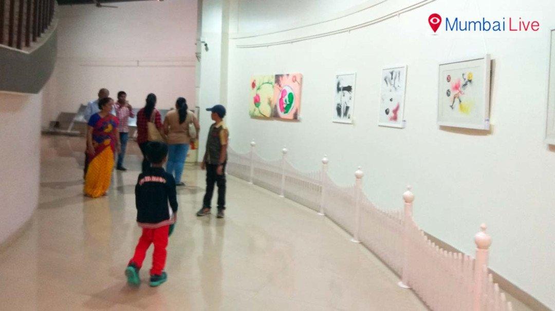 नेहरू सेंटरमध्ये कलाप्रेमींसाठी विनामूल्य चित्र प्रदर्शन