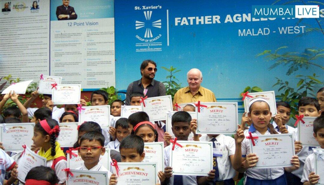 फादर अेग्नेलो शाळेत हिंदी दिवस साजरा