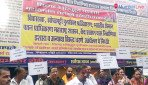 Cheated by builder, slum dwellers protest