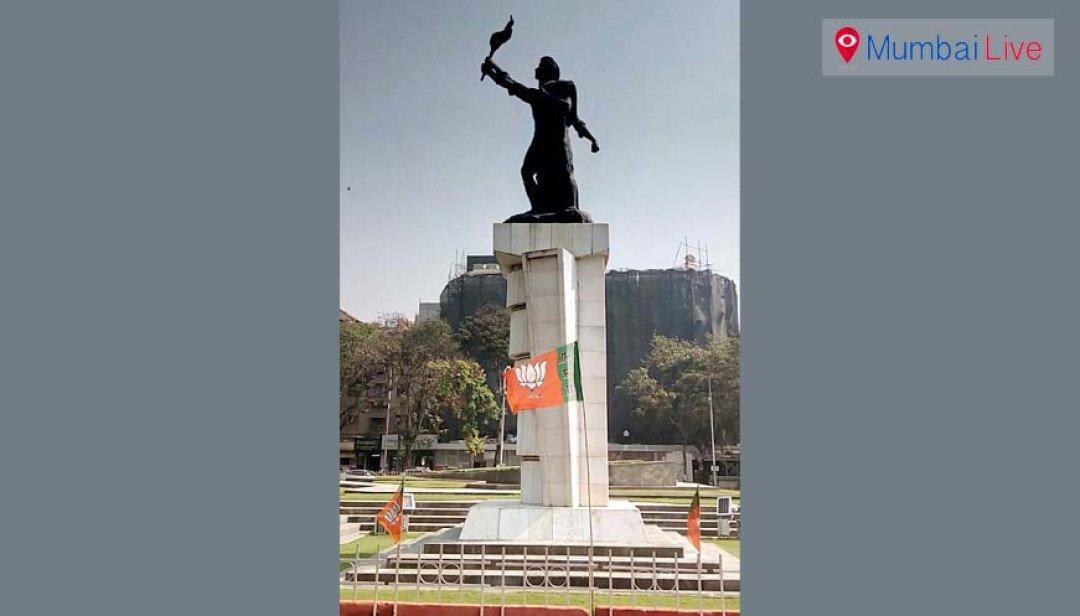 महापुरुष के स्मारक पर बीजेपी का झंडा