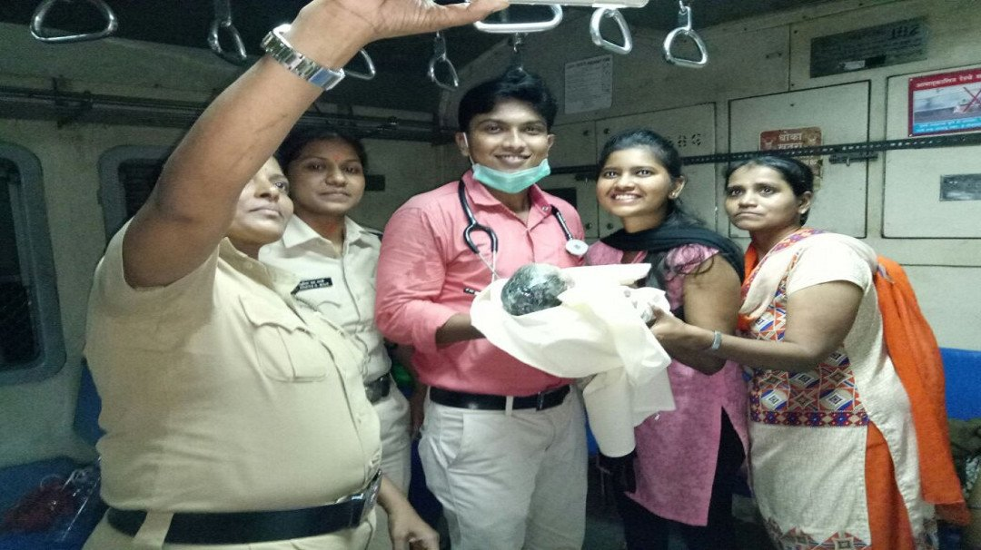Woman gives birth to a baby girl in a Mumbai local train!