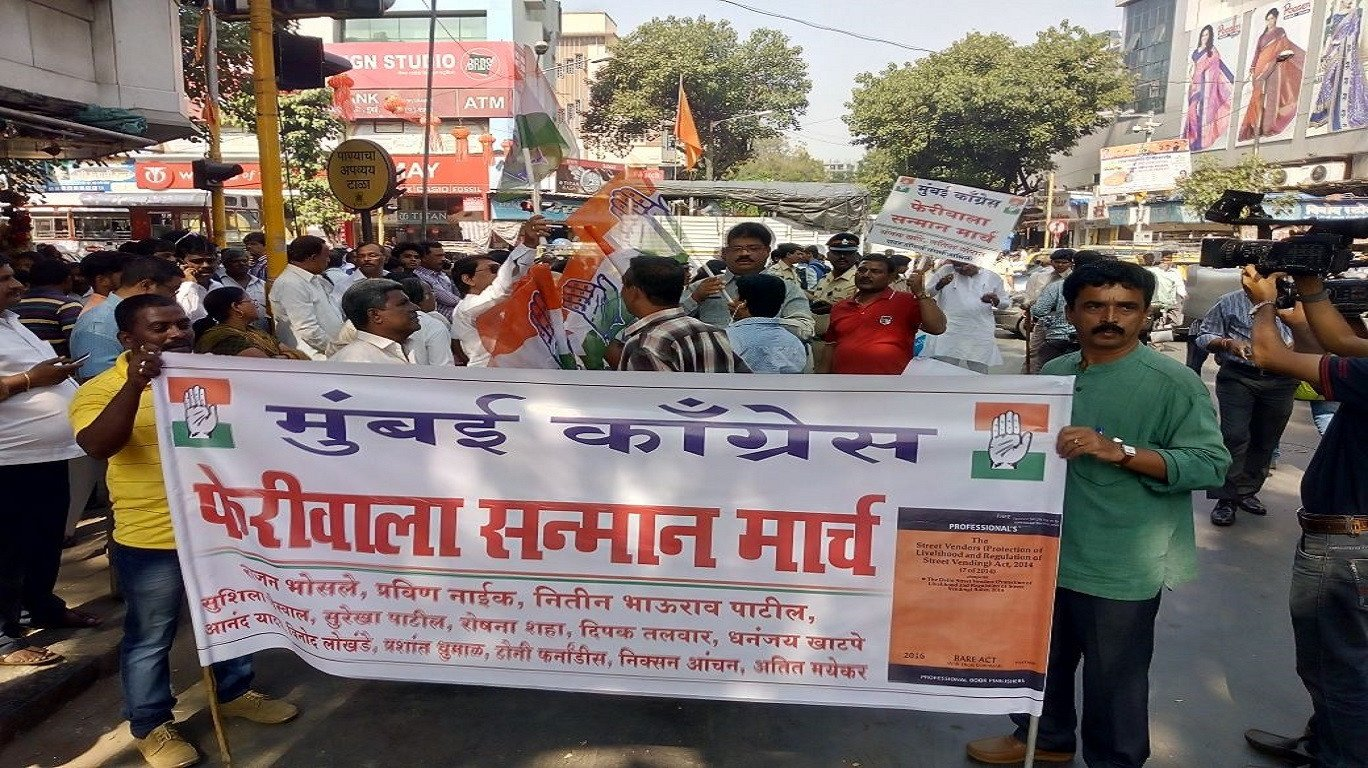 MNS workers attack Congress workers who were protesting in support of hawkers