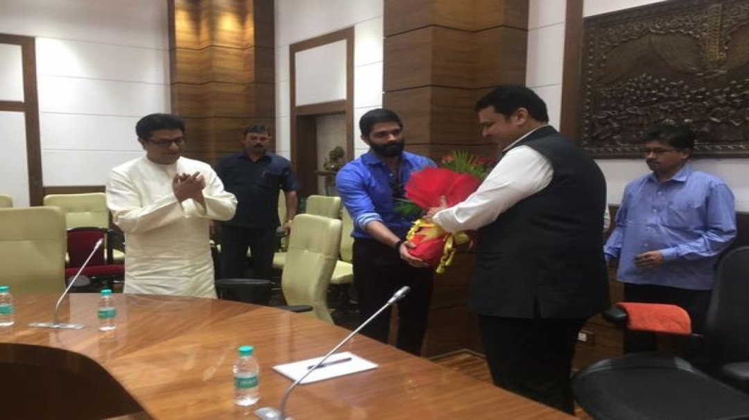 Raj Thackeray meets CM Devendra Fadnavis over hawkers' issue