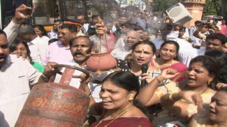महंगाई के खिलाफ एनसीपी का विरोध प्रदर्शन