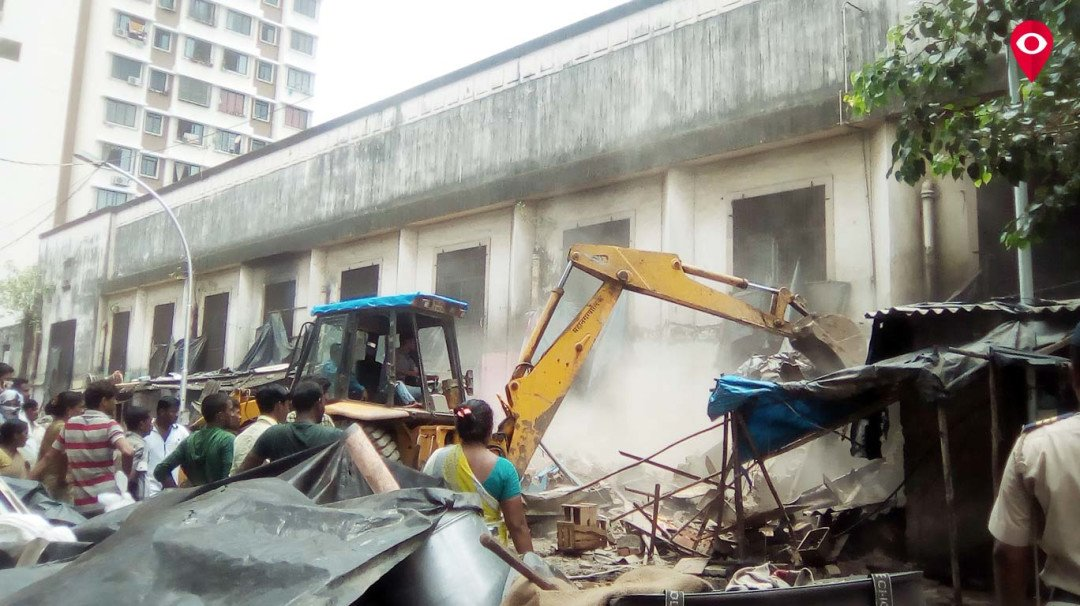 अवैध बांधकाम पर बीएमसी की तोड़क कार्रवाई