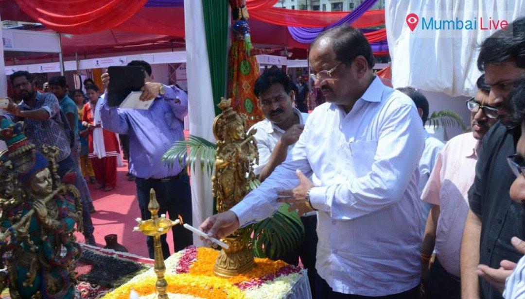 Shetty opens Indian Craft Fair