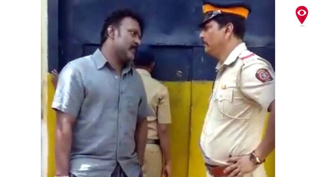 पुलिस के साथ की गाली-गलौज