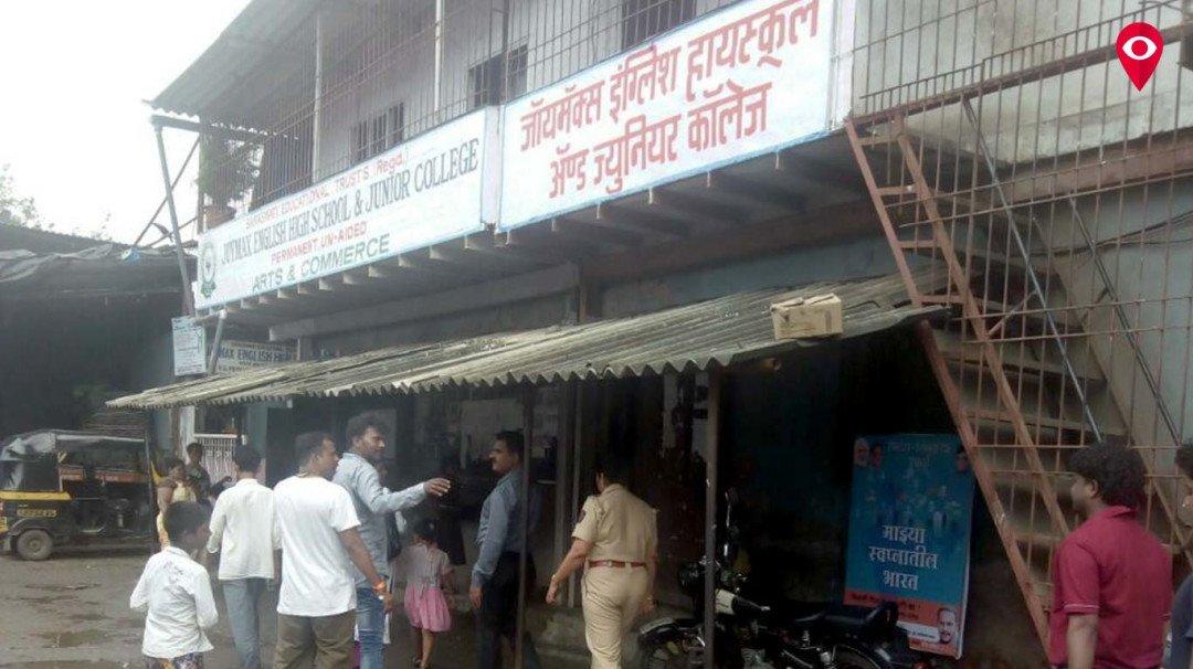 स्कूल की छत पर गिरा नारियल, दो बच्चे हुए घायल