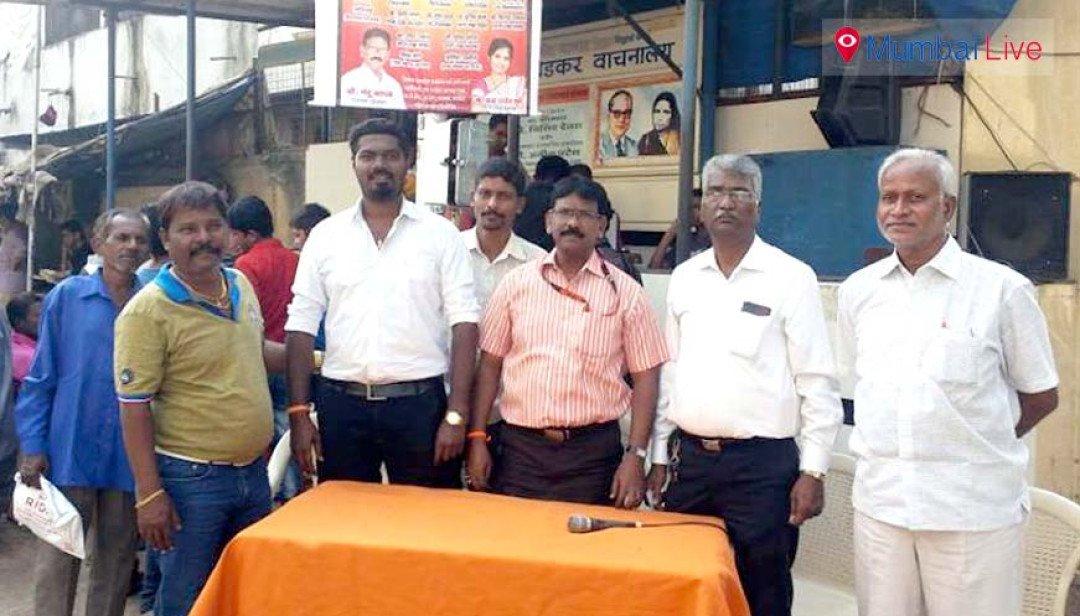 Sena hands out Aadhar