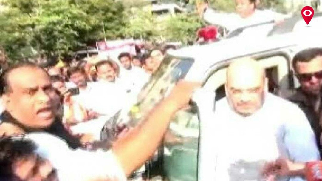 Not on any constitutional post, Amit Shah yet continues to use red beacon