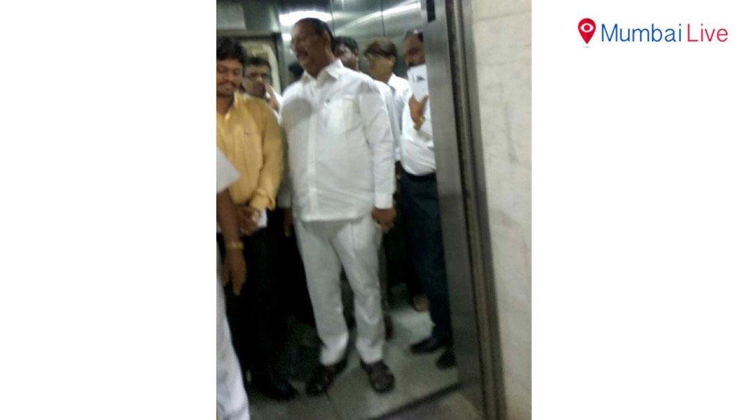 विधानभवनामधील लिफ्ट अचानक पडली बंद