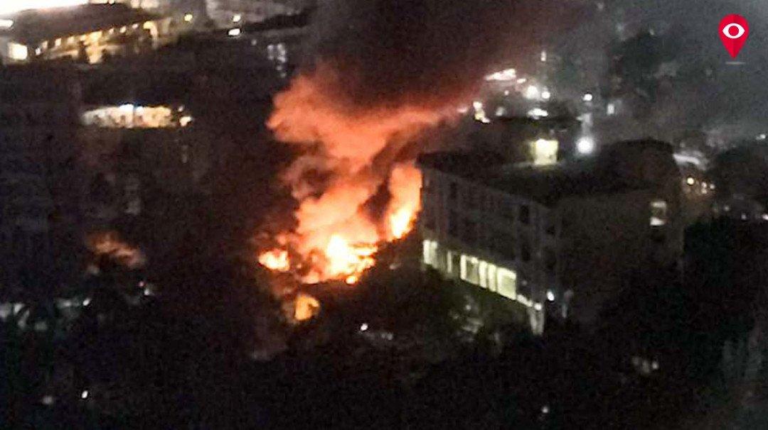 मालाडमध्ये इमारतीला भीषण आग