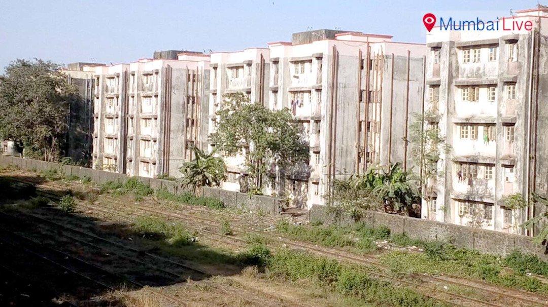 'मुंबई पोर्टच्या जागेत कामगारांना घरे द्या'