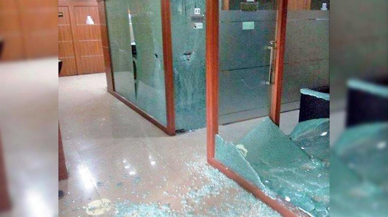 मनसे कार्यकर्ताओ ने की कांग्रेस दफ्तर में तोड़फोड़ !