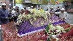Watch the Mahim dargah live on Mumbai Live