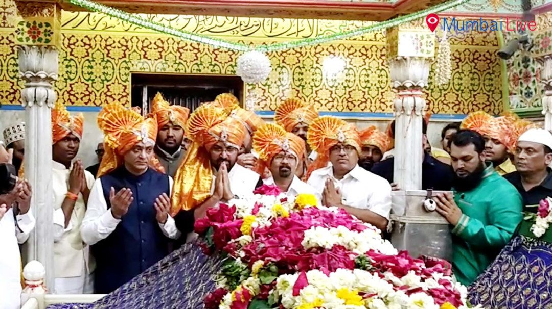 Shiv Sena celebrations at Baba Makhdoom Dargah in Mahim